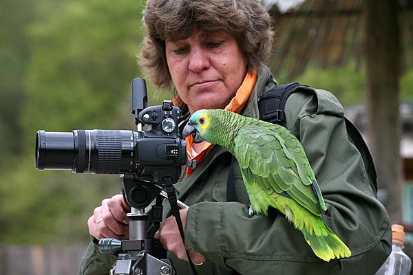 Tierfotografin mit neugierigem Modell - Foto: © Martina Berg