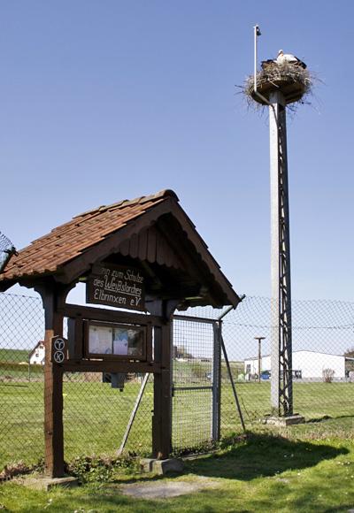 Infotafel am Storchengelände, Nest mit Kamera - Foto: © Martina Berg